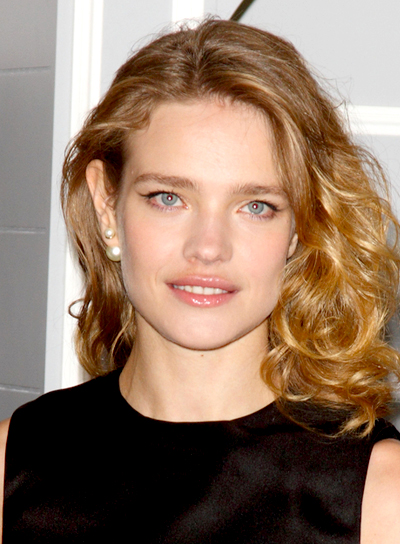 Natalia Vodianova's Medium, Blonde, Curly, Tousled Hairstyle