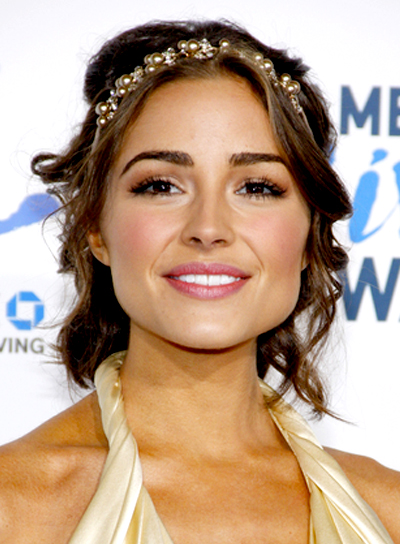 Olivia Culpo's Medium, Wavy, Romantic, Brunette