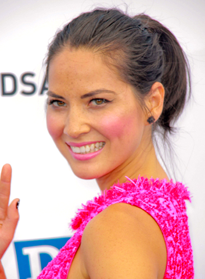 Olivia Munn's Medium, Tousled, Brunette, Ponytail Hairstyle