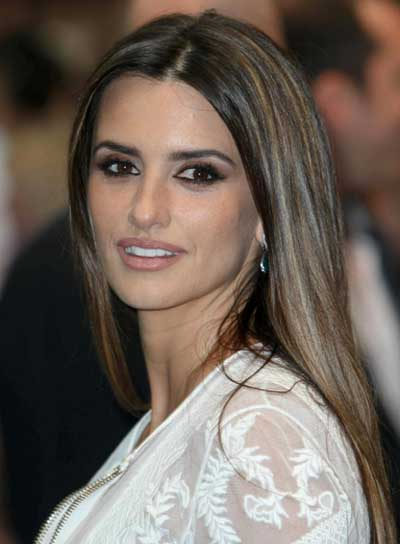 Penelope Cruz Straight, Brunette Hairstyle with Highlights