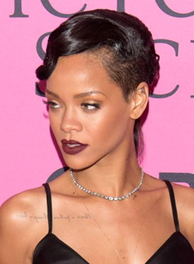 Rihanna's Short, Edgy, Chic, Wavy Hairstyle