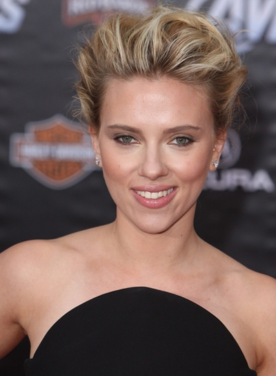 Scarlett Johansson's Edgy, Tousled, Blonde, Updo Hairstyle