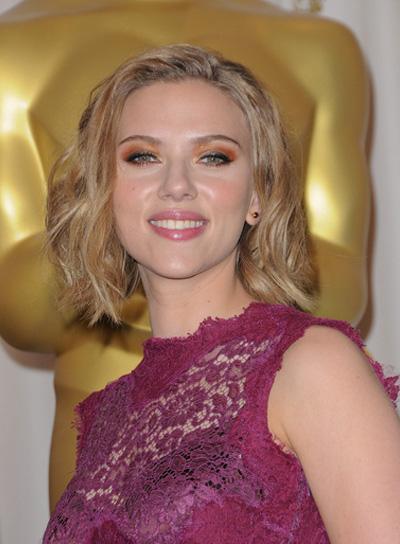 Scarlett Johansson Short, Wavy, Tousled, Blonde Hairstyle