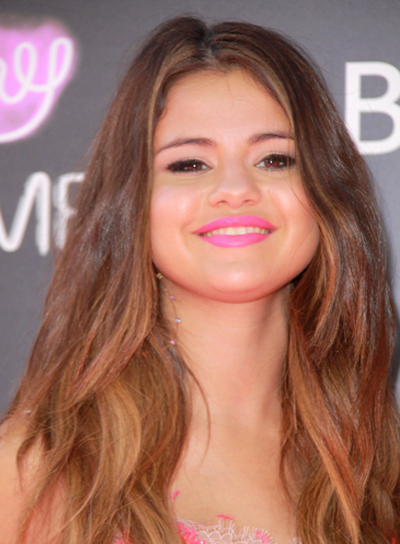 Selena Gomez's Long, Wavy, Party Hairstyle with Highlights