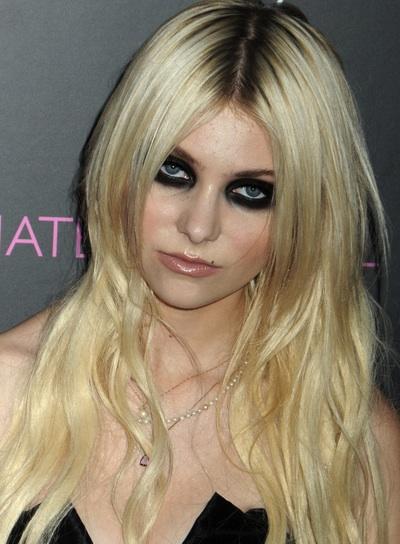Taylor Momsen Blonde, Wavy, Chic Hairstyle