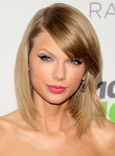 Taylor Swift with a Medium, Blonde, Layered, Straight Hairstyle Pictures