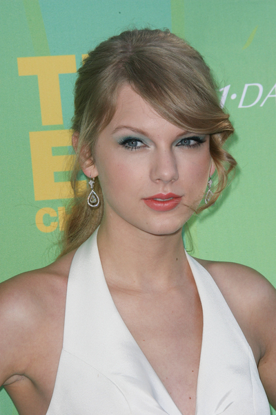 Taylor Swift Blonde, Curly, Ponytail