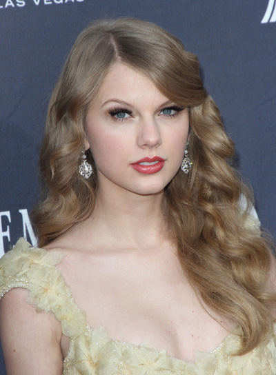 Taylor Swift Romantic Hairstyle