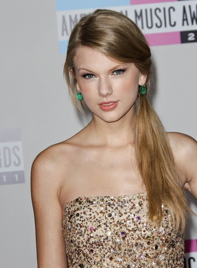 Taylor Swift Straight, Chic, Blonde Ponytail