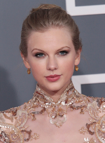 Taylor Swift Romantic, Blonde, Party Updo
