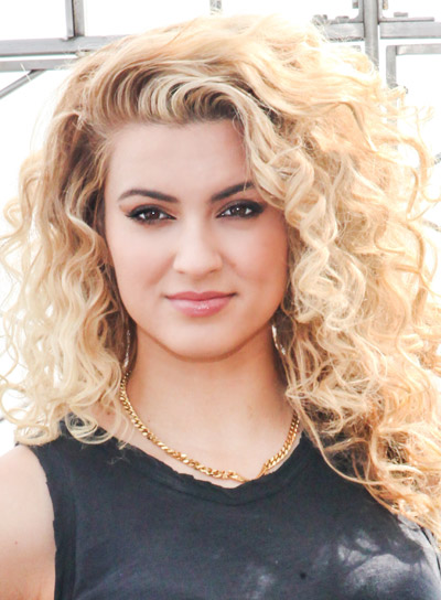 Tori Kelly's Long, Blonde, Curly, Tousled Hairstyle Pictures